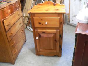 beau petit meuble en pin massif # 5566