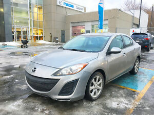 2011 Mazda3 GX with 40000 KM almost new with winter tires