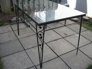 Table patio / terrasse verre et fer forgé noir