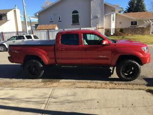 Mint Condition 2013 Toyota Tacoma TRD Sport + leather