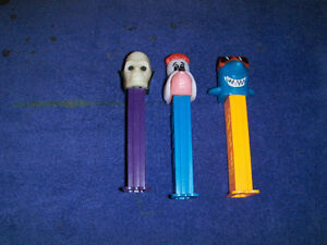 LOT OF 3 COLLECTIBLE PEZ CANDY DISPENSERS-SKULL-SHARK-DOG