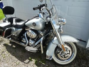 Harley FLHRC Road King Classic