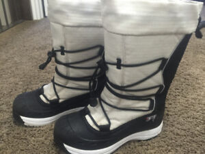 Size 6 Baffin Snogoose women's boots