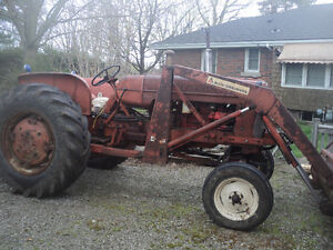 Allis Chalmers Tractor - Model D 17