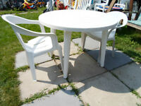 ensemble table patio et 2 chaise