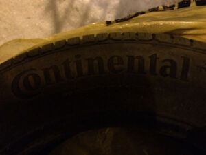 Continental 225 65 17 comme neuf like new