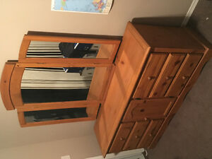 3 piece Pine Bedroom Set