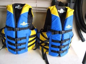 2 fluid Life vests jackets size S/M