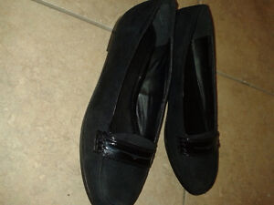 Mint condition Women's Nevada black shoes London Ontario image 2