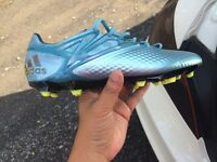 souliers soccer messi 15.1 brand new size 8
