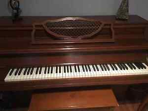 Apartment sized Mason & Risch Piano (includes delivery) Kitchener / Waterloo Kitchener Area image 2