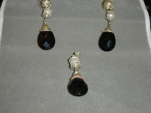 FACETED BLACK ONYX SET IN STERLING SILVER SET
