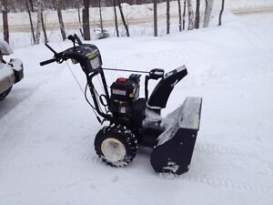 """Souffleuse Briggs and Stratton 28"""" - 250cc (comme neuf)"""
