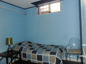 per week/Cozy room min one week rental or longer