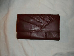 Wallets, handbags, clutches, coin purses, etc Cornwall Ontario image 2