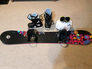 Almost new Woman's entire snowboard set up