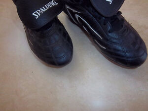 Spalding Soccer Cleats Size 3 Kitchener / Waterloo Kitchener Area image 3