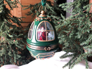 Mr. Christmas Light & Music Box Window Egg Vintage Santa
