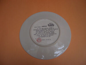"""KNOWLES """"WRAPPED UP IN CHRISTMAS"""" COLLECTOR PLATE London Ontario image 2"""