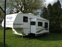 Terry Fleetwood 5th Wheel Trailer 27ft - $10,500