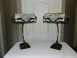 ➢	AWESOME pair of Tiffany-style lamps with stained glass shades