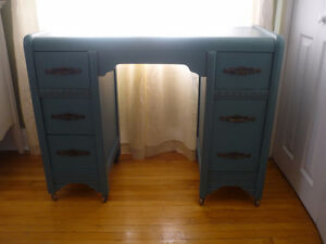 Beautiful Refinished Antique Desk Cambridge Kitchener Area image 1