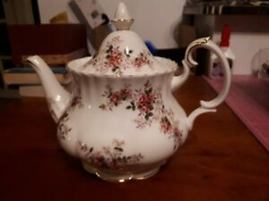 royal albert - lavender rose - teapot with lid