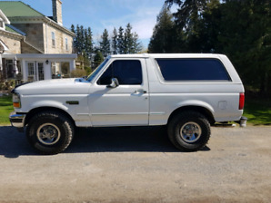 1993 White Ford Bronco XLT 4x4  with Air Conditioning