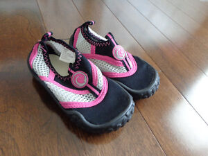 infant size 6 water shoes
