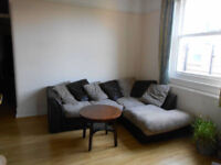 EXTRA BIG TWIN ROOM IN CLAPHAM COMMON - CLAPHAM NORTH (DOUBLE AND SINGLE BED) - £880 PCM