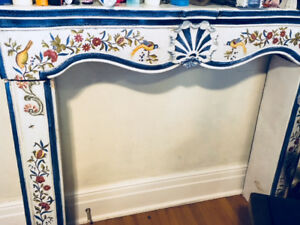 FABULOUS RARE HAND-PAINTED ITALIAN CERAMIC FIREPLACE MANTEL