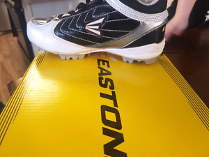 Youth Boy's size 12 Baseball Cleats In EUC