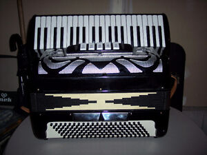 Small key Accordion made in Italy