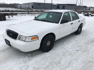 2010 Ford Crown Victoria ***SAFETIED & E-TESTED***