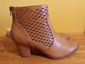 Brand new George boots, size 8