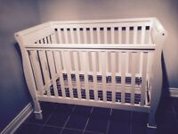 Gluckstein white convertible crib