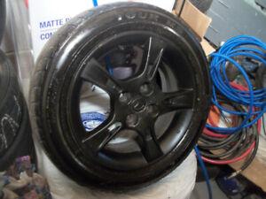 4 MAG  avec pneu ete 185 60R 15 noir plastic dip (4X 100)
