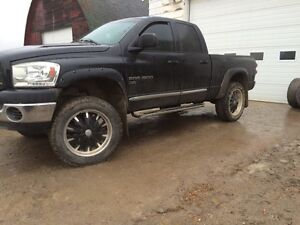 "2007 Dodge Ram   6 inch lift   Navigation      22"" rims"