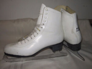 Women's Figure Skates Size 9½ (CCM Expressions Lynn Nightingale)