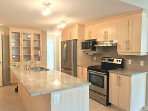 Luxury Chateau du Golf Condo All Appliances with 2 Parking Spots