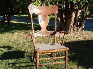 Chaise bercante antique ancienne vieille  (Livraison possible)
