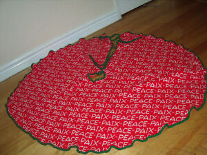 knitted wool Tree Skirt