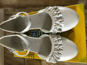 Girls dressy white shoes - size 2-1/2