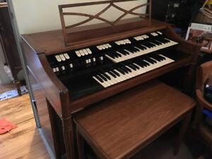Hammond M101 organ & Hammond JR-20 Tone cabinet