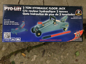 2 Ton Hydraulic Floor Jack-New