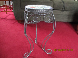 LITTLE CERAMIC AND METAL TABLE - SUITABLE FOR A PATIO