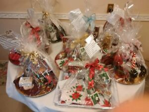 GORGEOUS BRAND NEW LARGE XMAS GIFT BASKETS READY TO GIVE