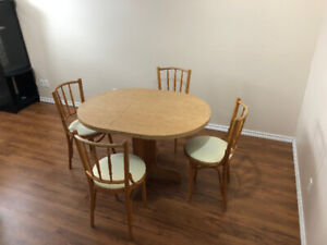 Table de cuisine kitchen/dining room with 4 chairs