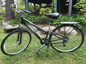 Women's hybrid bicycle