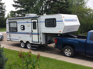 Like New. 1994 - 22ft - 5Th Wheel Trailer (Hitch also available)
